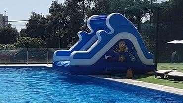 Alquiler tobogan hinchable piscina